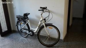 Bike unisex pedalata servoassistita