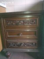 comodini in legno lavorato