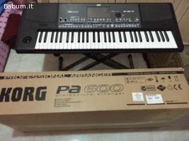 Korg PA600 Professional 61-Key Arra