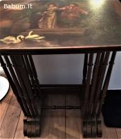 Quattro tavolini dorati e decorati
