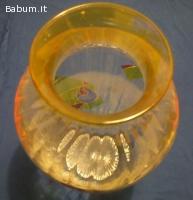 Vaso in vetro con decorazioni